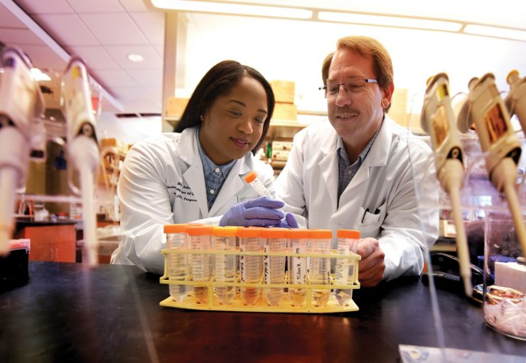 MD/PhD student Bianca N. Islam and Dr. Darren D. Browning, cancer researcher