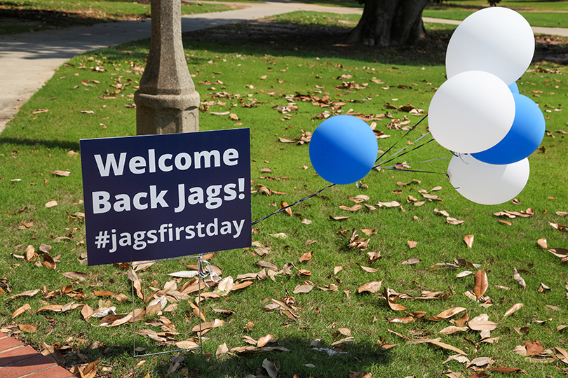 Welcome Back Jags sign with balloons